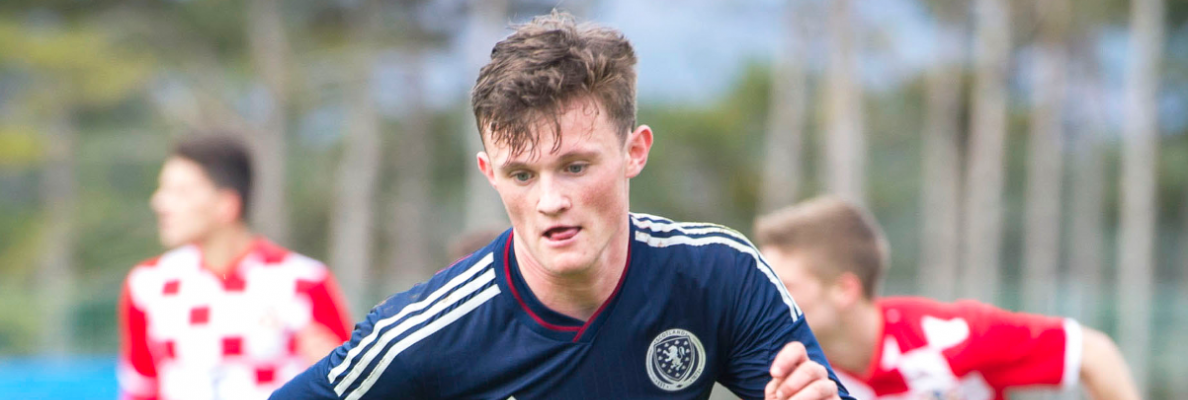 LIAM HENDERSON JOINS HIBERNIAN ON LOAN